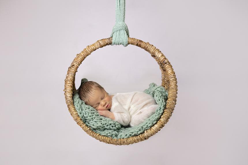 Columpio-marrón-atrezo-newborn